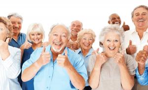 ancianos felices y activos