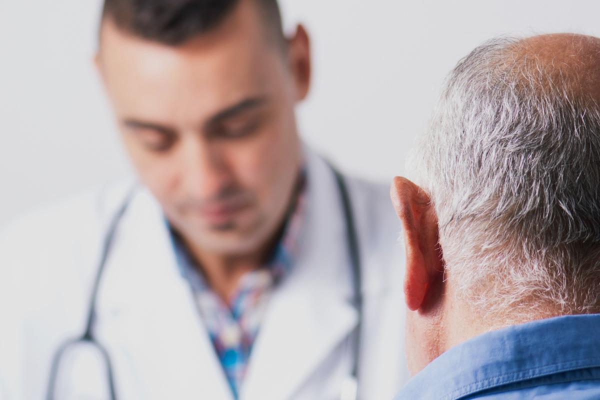 Consulta médica de un paciente con Adeslas Senior